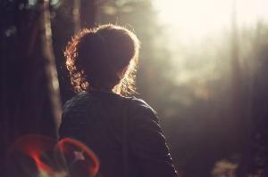 Frau alleine
