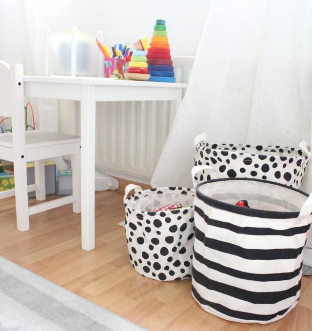 Kinderzimmer von Samuel, aufbewahrung, bello und elsa, done by deer,