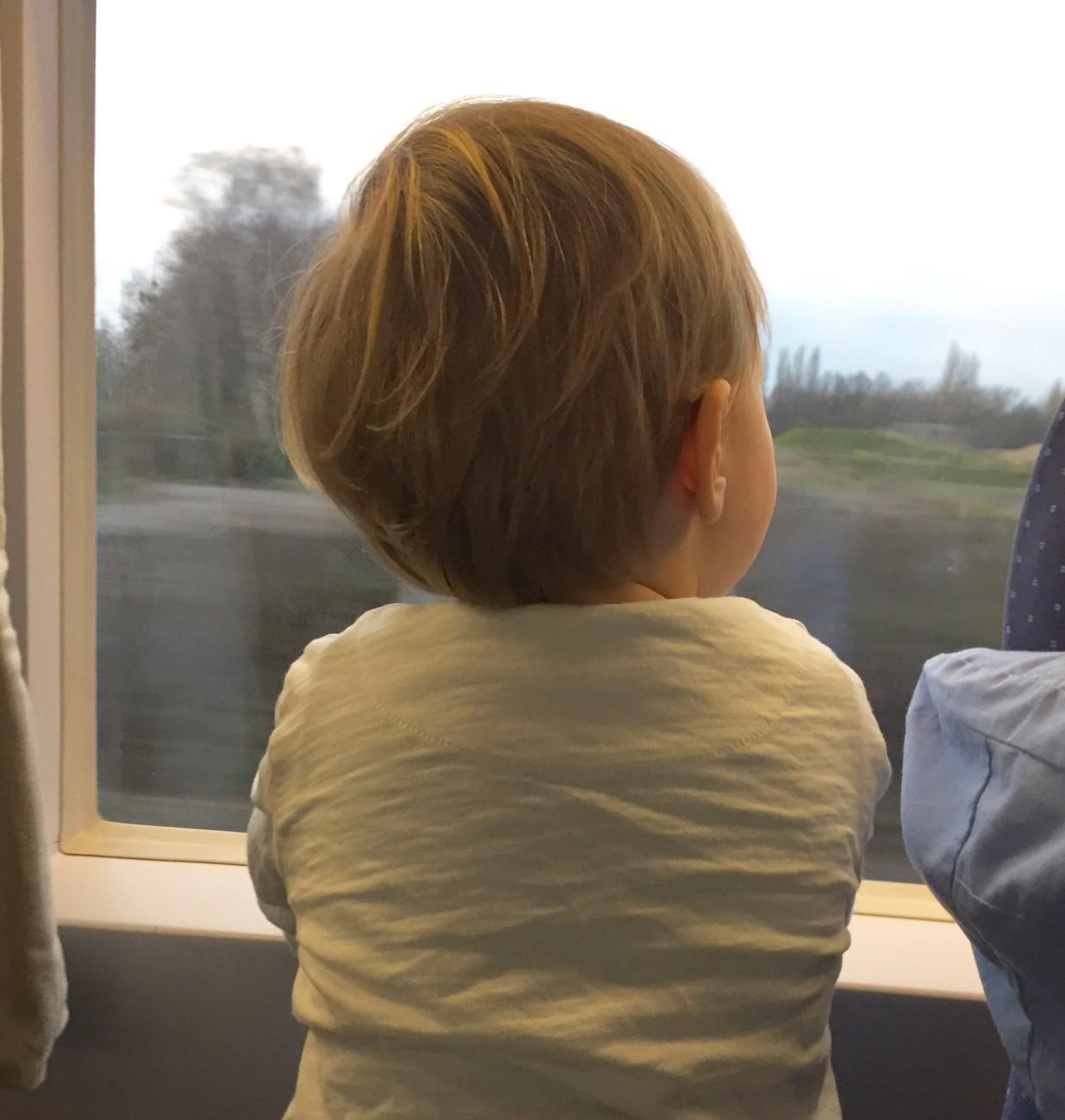 unterwegs mit dem ice und kleinkind auf dem weg nach berlin