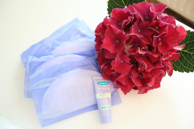 Meine Kliniktasche mit allen Produkten, die wichtig sind: Stillbedarf, Formalien und alles was der werdenden Mama gut tut