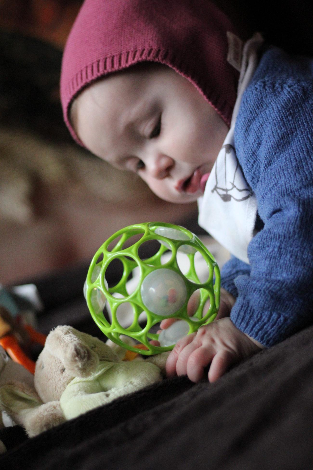 Baby mit sechs Monaten, die ersten Zähne, anstrengende Nächste