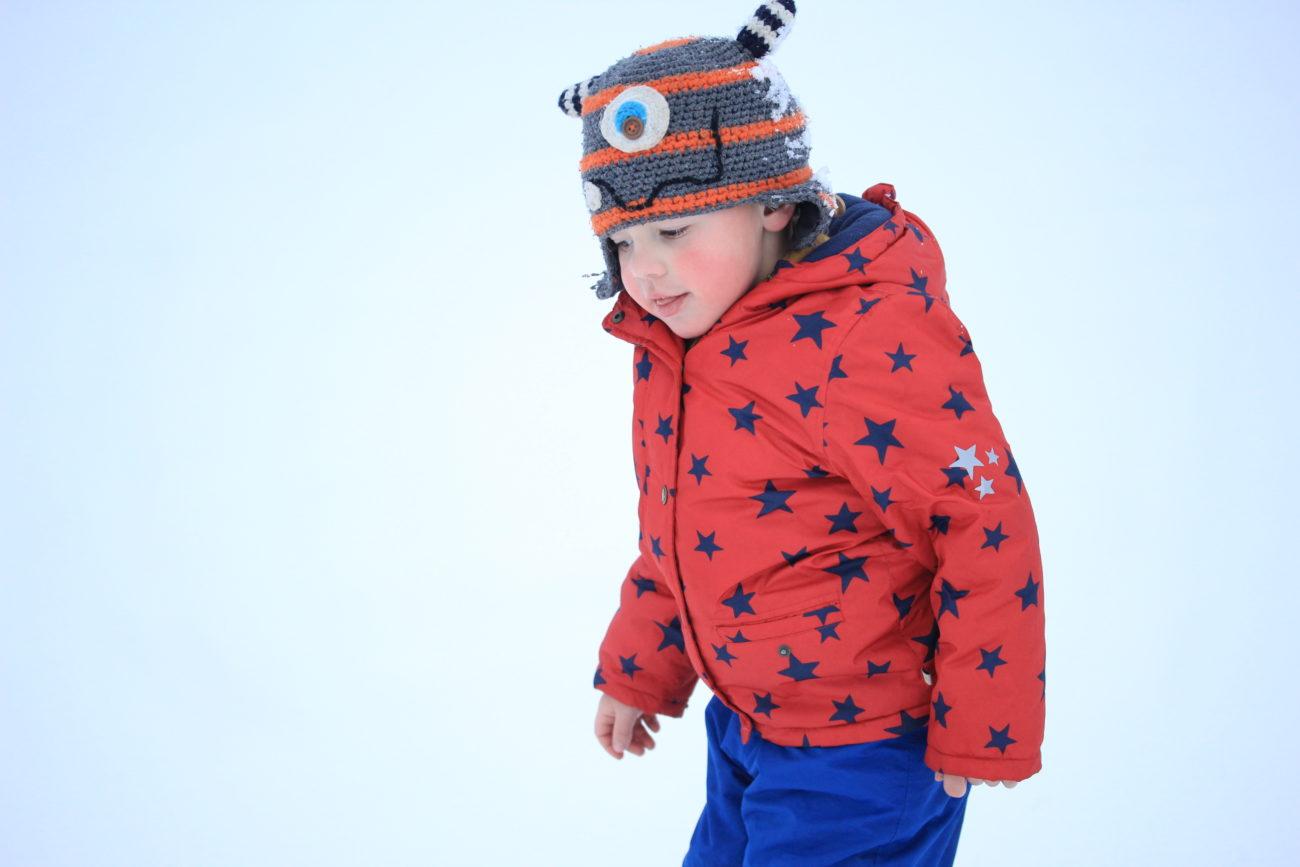 Was hält Kinder bei so kalten temperaturen wirklich warm? Tipps und Trick einer Mutter, deren Kind den ganzen Tag im Wald unterwegs ist.