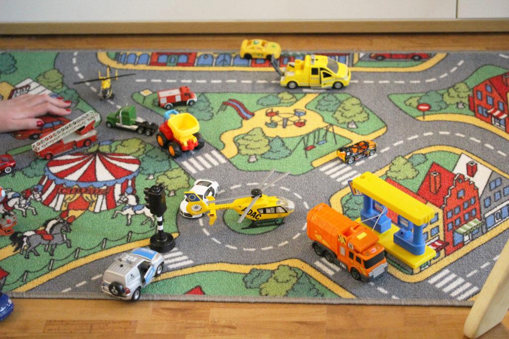 Ein Spielteppich für das Kinderzimmer der verzaubert
