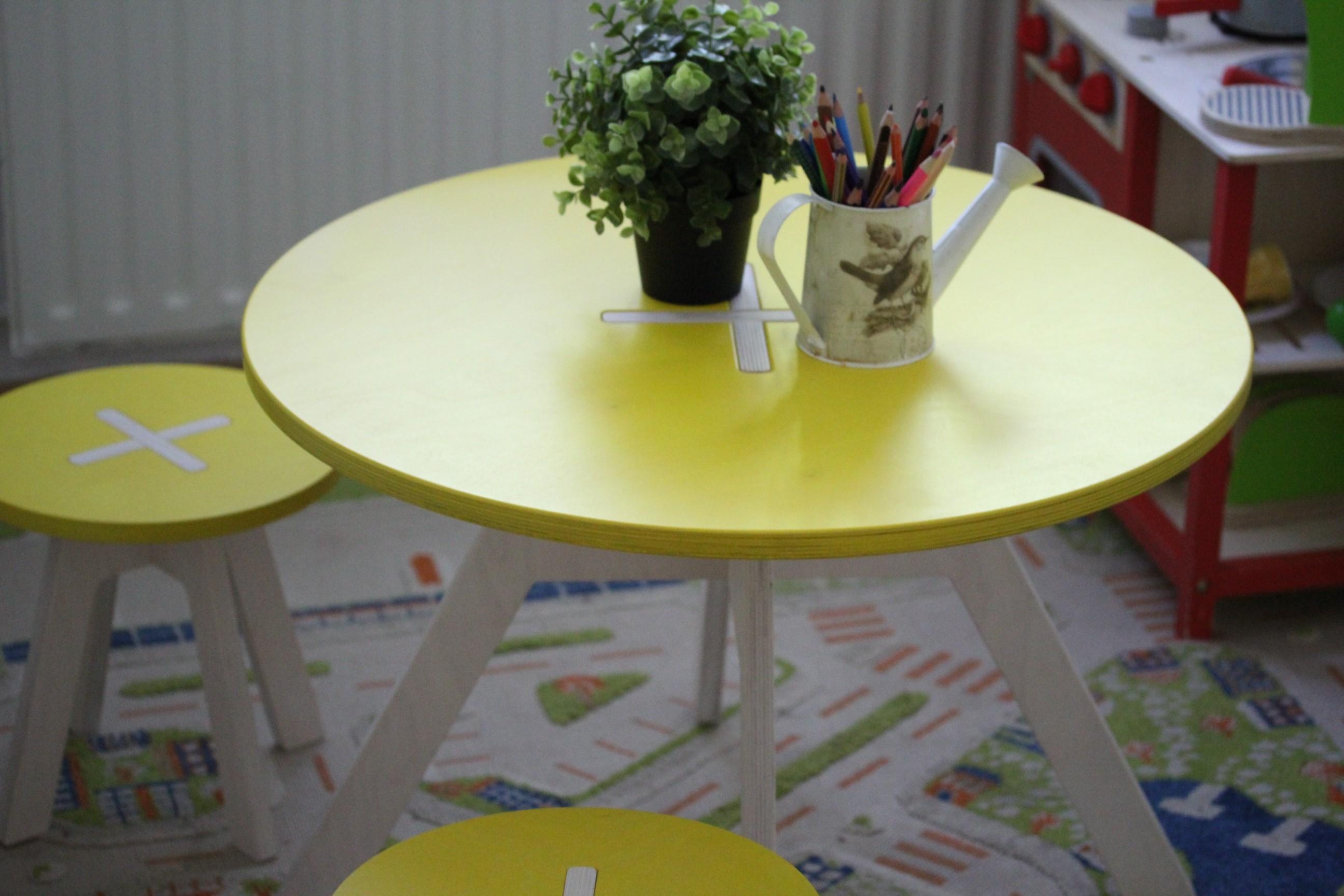 Kinderzimmer gestalten mit Kindertisch